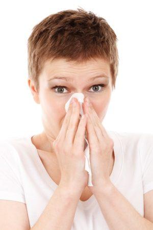Niesen ist nur ein Symptom der Hausstauballerige